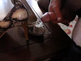 cumming on my high heels at my Mistress\' command