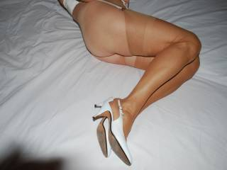 Lovely views of a sexy bum and gorgeous naked stockings . So sexy , I lowuld love to see the real thing