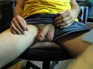 nice cock i love to play with limp cock n make it hard