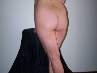 dam girl i wish i was standing behind you stroking my cock so i could cum all over your sexy back n ass