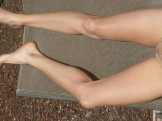I'd rather my lips be on hers but those beautiful slim legs would also get a lot of my attention !