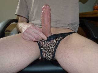Would love to wank your big cock off.