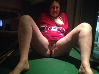 I'd LOVE to kiss, lick and eat her pussy until she orgasms ALL OVER my face!!! Les Canadiens sont les plus grands!!!