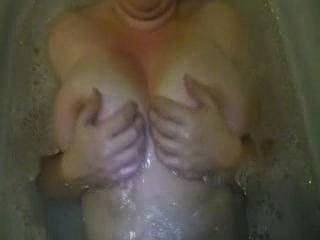 wow , what an amazing body!!! very horny watching that , contact me.x.x.x.x
