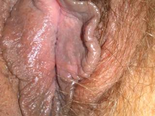 I\'m taking pics of my fat pussy and pussy lips ............