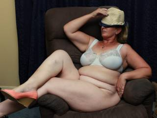 I\'ve mentioned this hat before. Sorry again lol. Hope you like my bbw curves though x