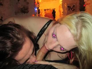 Mmmmm hell ya!! I love it when I have my hot wife and her hot friend lick and suck me like a lollipop!! Mmmmmmmm 💗💋😜💋👍💦