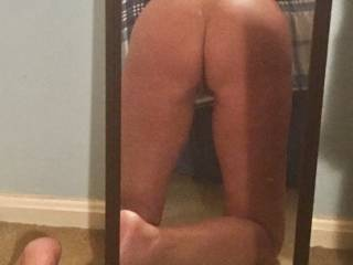 anyone want to spread my ass cheeks on lick me good?