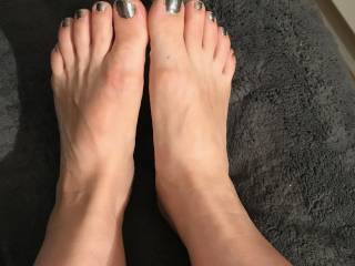 Sexy feet to worship.  Who wants to send me a tribute photo of them cumming on my pretty feet?