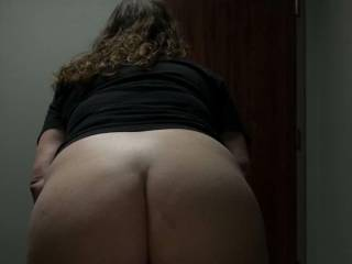 Another pic of the wife showing off her ass!!