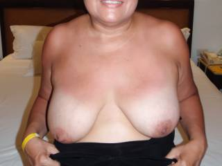 I know you like when I pull my top down...so here's some titties!