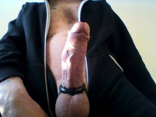 i feel like im in my knees getting ready to service that big dick. i love cock rings on a big dick looks sexy mm i bet he taste good!!