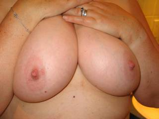 very nice big boobs and nipples!