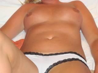 Nice set, really like her nips :) and her tan body