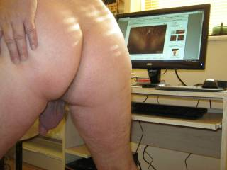 Showing my bare ass while ogling Zoig\'s msfanny\'s delicious juicy cunt xxxxxxxxx