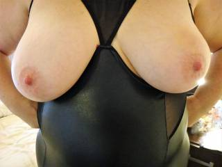 Mmmmm - my bouncy tits are just waiting for a lovely tribute pic!