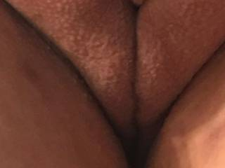 Kiki's big bald pussy! Do you like her fat bald pussy with goosebumps?
