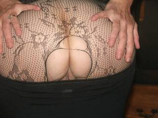 Great shot of sexxxy cheeks and that pussy peeking out from under it! I'd LOVE to kiss that pussy and touch that naked ass!