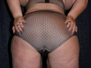 A set of 5 shots of my bbw ass in panties. Hope you like x