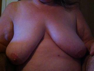 Mmm so do I would love for her to hang her sexy tits on me.