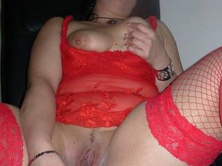 Our friend Kenia gets our glass dildo and starts playing!!We love her red lingerie xxx
