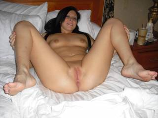 what a perfect lady- breasts, pussy, smile- so welcoming. Love her really tight pussy lips.