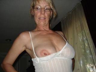 you are so beautiful i would love to kiss your sweet lips and then suck your fantastic tits