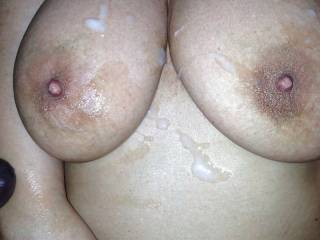 love to see the cum on your hot tits