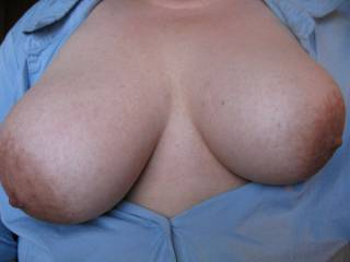 wifes  tits  out