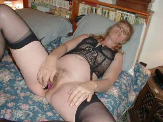 very sexy nice outfit would love to replace the dildo with my cock though