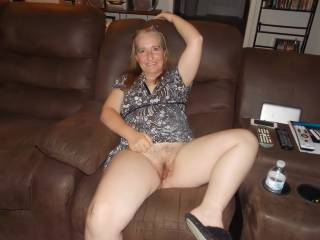 mmm would love to nibble up her luscious thighs and dine for an hour or four on her lovely pussy
