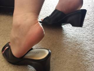 What do you think of my new heels?? =)