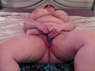 BBW pussy squirting twice on the bed