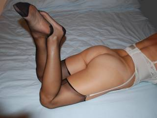 very sexy feet and sexy ass mmm