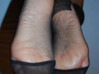 mmm-- . wanna cum all over your soles..!