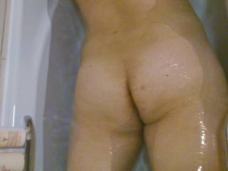 beautiful bottom love to soap up ur cheeks bby wash u up nice n clean for ur birthday then get u all dirty n creamy again ;-)