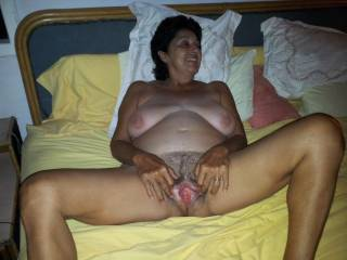 Ever sooooooooooooo delicious mature pussy mmmmmmmmmmmm such a pretty lady!