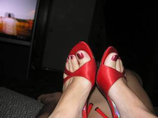 very sexy feet.....i love high heels and bare feet