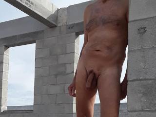 Love the freedom oo being naked outdoors.