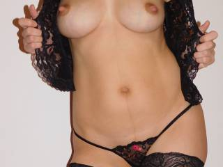 I am a horny Milf that loves sex and i really enjoy getting men\'s attention... I love showing off my body, wearing seductive lingerie, teasing, being naughty... and  the response I get from you makes me even naughtier... Am I your type of girl?