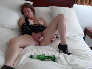 Just love watching a woman getting herself off!!! And did you use the bottle as well!..?