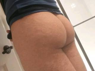 Showing off my ass that could really use some cum all over it right about now..