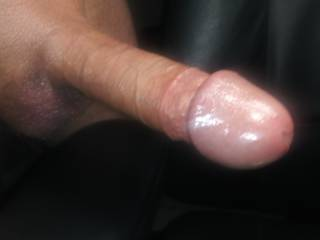 Don\'t stare ... it\'s just an office chair ... oh, and a freshly shaved & showered COCK!              🐓 🚿