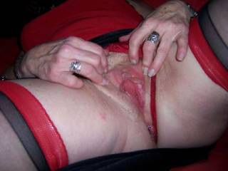 love to feel your juicy mature fanny wrapped round my cock with your pussy mussles working my knob and shaft feeling you go tight as you orgasum on my cock and give you my spunk seed deep into your beely