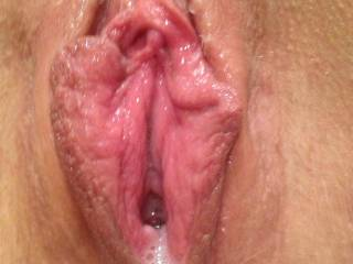 OMG!  What an incredibly beautiful pussy mmmmmmmmmmm Would love to feast on that pussy for hours, yummy!!!