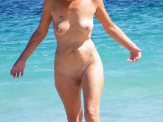 every day at the beach would be great if all the lady's looked as good as you!