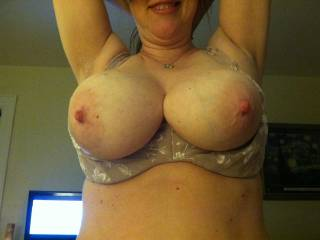 wowwwwwww.....what very big and nice titts.I may even nibble tenderly it?