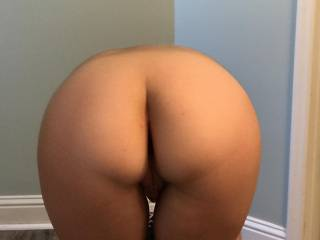 Hot Ass pic, w/ the Best curves ever!!!