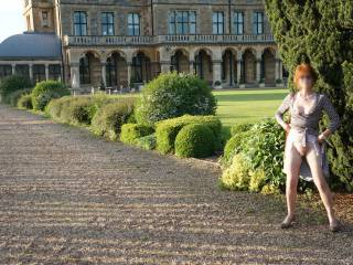 Posing outdoors in the gardens, pity there weren't more photographers!