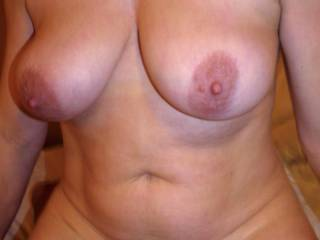 Lovely tits ... would love to see them bouncing as she rides